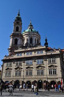 Palais Grömberg (XVIIIe) et église baroque St Nicolas, Malostranské náměstí, Mala Strana, Prague, République tchèque.