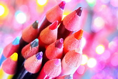 Crayons de couleur dans les étoiles (Christian Chene Tahiti) Tags: canon 6d paea tahiti polynésiefrançaise crayon crayondecouleur coloriage stick arcenciel bokeh macro closeup colour dessin rouge rose multicolore color multicolor jaune vert green bleu brillant pourpre hmm macromonday