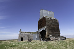 20180527.untitled 432 (Flint Roads) Tags: nd northdakota usa abandoned blue bluesky decay deteriorated field forsaken old prairie rural silo sky