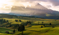 Sunrise in the Dolomites (El.buitre) Tags: alps dolomites seis siusi seiseralm südtirol southtyrol mountain summer sunrise rays light sun sonya6000 shadows sigma 30mm