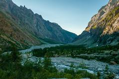 Vall (faltimiras) Tags: france frança francia alps alpes ecrins dome de neiges barre des glaciar glacier ice gel hielo valle moutain mountains climbing trekking hiking sunset sunrise