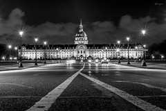 Paris la nuit VIII (glarigno) Tags: d610 nightpictures night nikon nuit lights light lightning line lines clouds invalides paris france europe europa road route voitures cars