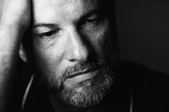 Portrait en studio (landrebeatrice) Tags: portrait homme studio photographie noiretblanc blackandwhite