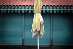 umbrella (Rino Alessandrini) Tags: ombrellone estate urbano chiuso verde giallo sfocato geometria summer urban umbrella closed green yellow fuzzy geometry