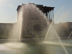 Silk road palace by water fountain - Imam square, Isfahan, Iran (Germán Vogel) Tags: asia westasia middleeast silkroad iran islamicrepublic muslimculture middleeastculture travel traveldestinations traveltourism tourism touristattraction landmark holidaydestination palace aliqappu fountain water jet waterjet fountainjet pleasant refreshing relaxing publicsquare unescoworldheritagesite naghshejahan imamsquare droplets spray mist historicalsite intersection parabola
