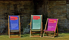 Three chairs (42jph) Tags: stratforduponavon stratford upon avon warwickshire england uk chairs deckchairs three 3 random