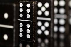 12 (Dingens-Kirchen) Tags: domino 12 rodagon80mmf140 zörk mfs multifocussystem schwarz black tabletop