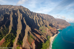 (Nicholastran213) Tags: napali napalicoast hawaii kauai water ocean mountain canon aerial blue sky beach waves aqua landscape