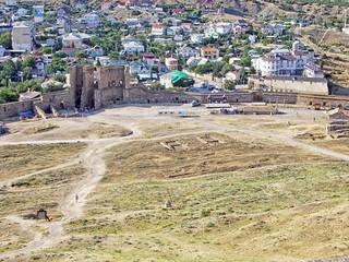 Вид на главные ворота с Крепостной горы