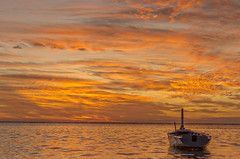 Lagoon...twilight (Malaquin Eric ........ thanks for your visits & co) Tags: fishingboat mauritius twilight lagoon ericmalaquin 35mm endoftheday boat barque clouds coucherdesoleil crepuscule colors atmosphere indianocean ilemaurice sea seaside seascape sundown sky bankofclouds water