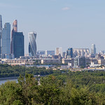 Panoramic shot of Moscow skyline during daytime thumbnail