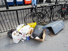Middleton Place. 20180815T15-46-30Z (fitzrovialitter) Tags: photocrashedcamera peterfoster fitzrovialitter city camden westminster streets rubbish litter dumping flytipping trash garbage urban street environment london fitzrovia streetphotography documentary authenticstreet reportage photojournalism editorial captureone olympusem1markii mzuiko 1240mmpro microfourthirds mft m43 μ43 μft geotagged oitrack exiftool