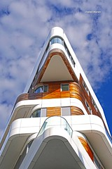 La prua... e la nave va! (stefano.chiarato) Tags: milano citylife case urban lombardia italy pentax pentaxk70 pentaxart architettura edificio cielo finestra nuvole clouds
