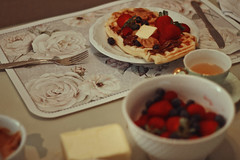 Breakfast (TheJennire) Tags: photography fotografia foto photo canon camera camara colours colores cores light luz young tumblr indie teen adolescentcontent food comida breakfast 2018 50mm waffles fruits tea strawberry butter peanutbutter detail