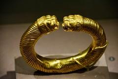 Drents Museum 2018 – Gold bracelet (Michiel2005) Tags: teheran tehran iran persia perzië drentsmuseum museum exhibition tentoonstelling assen drenthe drente nederland netherlands armband bracelet gold goud