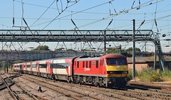 90018. DB Class 90 arriving at Doncaster with down LNER service, 31st. July 2018. (Crewcastrian) Tags: 90018 doncaster transport railways trains ecml lner dbs electric locomotive class90 theprideofbellshill