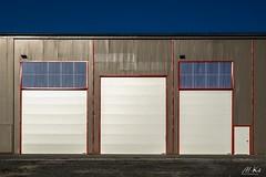 Haute_Saône_1017-10-2 (Mich.Ka) Tags: franchecomte bâtiment designindustriel door façade geometric grafic graphique géometrique hangar hautesaône industrialdesign industriel porte symétrie