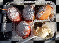 Deep fried red velvet and non-red velvet Oreos with cream cheese sauce. (carpingdiem) Tags: indianastatefair indianapolis 2018 summer food deepfriedoreos