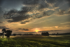 Morning Fog (Klaus Ficker --Landscape and Nature Photographer--) Tags: sunrise fog clouds rays sonnenaufgang nebel wolken beauty nature landscape landschaft natur kentuckyphotography klausficker canon eos5dmarkiv hdr photoshop photomatrix usa kentucky frankfort