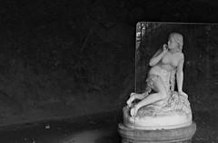 DSC-R1 - 4245 - Ravello: grotta di Eva, Italia. (ciro.pane) Tags: sony dsc r1 ravello villa cimbrone giardini grotta eva scultura marmorea scultore bolognese adamo tadolini allievo antonio canova nascosta bella raffinata italia italy italien italie