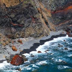 Rock 'n Sea II (Le.Patou) Tags: portugal madère madeira mer sea ocean rock rocks rocher rochers bleu blue shore falaise presqu'ile cap cliff peninsula cape mar precipício península capa fz1000