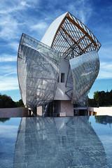 Fondation Louis Vuitton (erichudson78) Tags: france iledefrance paris16ème fondationlouisvuitton architecture reflets reflection urbanreflection frankgehry fujifilmxe2 ciel sky