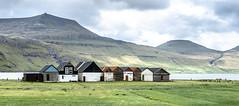(Femme Peintre) Tags: färöer häuser berge landschaft outdoor