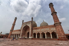 Jama Masjid (marko.erman) Tags: mughal mosque architecture history religion india minarets towers standstone red marble white courtyard terrace panoramic panorama jamamasjid shahjahan newdelhi perspective