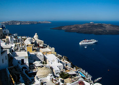 White and blue (Rabican7) Tags: santorini greece summer caldera volcano sea ocean white blue cruiseship houses view sky vacations traveling boat village fira island aegeansea pelagos aegean azmarinatanzir