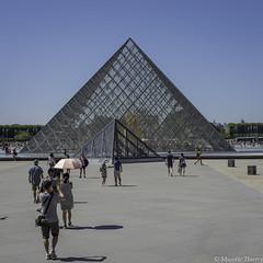 Pyramide  du Louvre (musette thierry) Tags: pyramide louvre paris france capital europe musette thierry d600 voyage photographie falowme verre touriste îledefrance