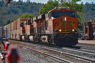 BNSF GE ES44C4 8028 & 8135 and ES44DC 7508