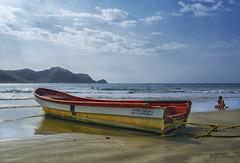 Memorias.- Memories. (frank olayag) Tags: marazul frankolaya nikond5300 playa marcaribe costa venezuela patanemo arena bañistas olas puertocabello lancha peñero
