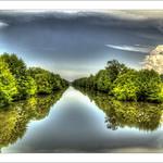 Au milieu de la rivière thumbnail