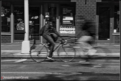 VELOCIDAD. HIGH SPEED. NEW YORK CITY. (ALBERTO CERVANTES PHOTOGRAPHY) Tags: bike bicicleta ciclista highspeed blanconegro monochrome blackwhite people calle street streetphotography power force fuerza speed vehiculo vehicle sport deporte high veloz fast barrida indoor outdoor blur bokeh retrato portrait photography photoborder photoart luz light color colores colors brightcolors brillo bright man velocidad speeding fleet pannings panningscycling rider fantasma ghost