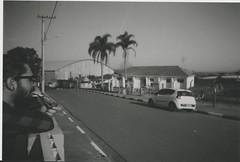 007.jpg (Tai Moura) Tags: film filme konica vx400 preto branco black white expired vencido olympustrip100r lomo lomography lomografia