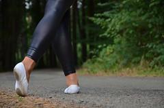 Na silnici 08 (Merman cvičky) Tags: balletslippers ballettschläppchen ballet slipper ballerinas slippers schläppchen piškoty cvičky ballettschuhe ballettschuh legíny leggings legginsy polainas wetlook