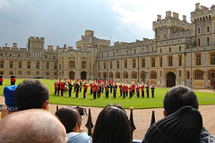 South Wing of the Upper Ward, Windsor Castle (Can Pac Swire) Tags: windsor castle berkshire sl4 england english great britain british uk unitedkingdom royal residence soldier queensguards queensguard 2016aimg2358