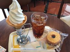 ソフトクリームとアイスティー (96neko) Tags: snapdish iphone 7 food recipe ドトールコーヒーショップエッソ平塚北店