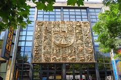 Fabrika Tbilisi - Tiflis, Georgien (Georg Hirsch) Tags: georgien georgia tbilisi fabrika fabrik hostel hotel kulturzentrum culture graffiti art kunst gebäude relief eingang
