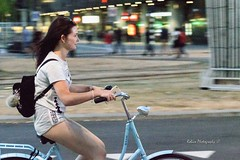 Fresh (Robica Photography) Tags: robicaphotography d3200 2018 streetphotography straatfotografie evening lights street rotterdam rotterdamcity rotterdamcitycentre bicycle woman legs blue smile face panning panningshot cheerful road people