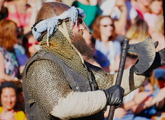 TESTosterON. (WaRMoezenierr.) Tags: testosteron baard beard people middeleeuwen fight audience publiek game festiviteit zaragoza aragon spain spanje espana person panasonic lumix