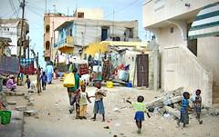 Foto de calle en Saint Louis, Senegal (eustoquio.molina) Tags: calle street saint louis senegal niños children