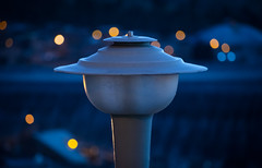 Blue light (ElArreglador) Tags: blue azul light luz lámpara luminaria post bokeh hour hora challengegamewinner 15 challenges winner