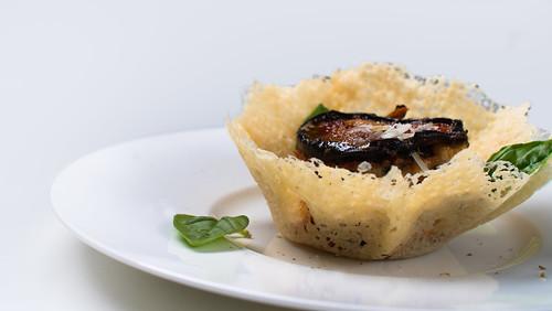 18) Melanzane alla parmigiana nel cestino di formaggio ( 11 ) - Dettaglio