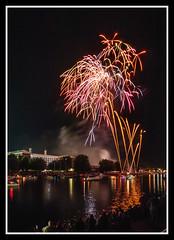 Fireworks 7 (veggiesosage) Tags: riversidefestival rivertrent fireworks night nottingham nottinghamshire victoriaembankment aficionados gx20 sigma1020mmf456dc