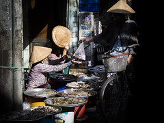 Saigon 44 (arsamie) Tags: saigon vietnam hcmc asia street streetphotography people life urban city market transaction trade commerce fish nonla conical triangle hat town clairobscur light dark shadows hidden faces