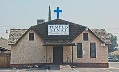 TEMPLO SINAI (akahawkeyefan) Tags: church caruthers davemeyer hispanic cross