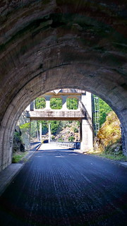 14 - Auvergne entre Meymac et Salers, le Pont suspendu sur la D982