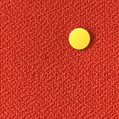 Pin up (Rosmarie Voegtli) Tags: round plastic fabric zwocolors colors colours square edinburgh hotelroom tapete wall pin dot yellow red pinup