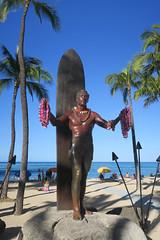 Duke's statue (BarryFackler) Tags: waikiki oahu hawaii hawaiianislands sandwichislands waikikibeach pacificocean honolulu polynesia dukestatue dukekahanamoku surfboard statue lei palmtrees horizon beach sky 2018 pacific sand shore coast surfer swimmer legend hero dukepaoakahinumokoehulikohalakahanamoku olympian olympicgoldmedalist olympicsilvermedalist landmark palms sea ocean barryfackler barronfackler island saltwater umbrellas swimmers seashore seaside